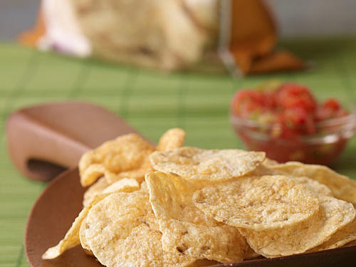Light and airy, Humbles crispy hummus chips are delicious out of the bag, as a dipper, or topped on soups or salads. Made from chickpeas and other all-natural ingredients, these baked chips have 60% less fat that regular potato chips and 3 grams of protein.Serving size: 1oz, 120 cals, 4g fat (0g sat fat), 0mg chol, 135mg sodium, 1g fiber, 3g protein