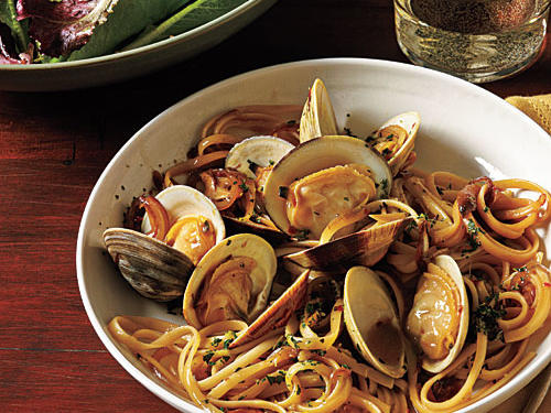 Try this Italian-inspired dish featuring quick-cooking linguine and clams in a light, fresh white wine sauce—you'll be so glad you did.