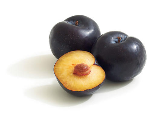 Another popular variety in American supermarkets. Inky black skin and light flesh; taste best when picked fully ripe.