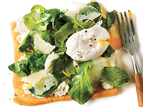 Healthy Arugula Pizza with Poached Eggs Recipe