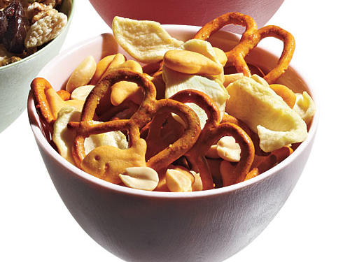2 cups whole-grain cheddar goldfish, 2 1/2 cups cheddar-flavored mini pretzel twists, 1 cup dried apple rings, 1/2 cup roasted unsalted peanuts1/2 cup mix = 120 calories, 2g fiber
