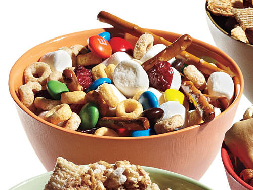 2 cups pretzel sticks, 2 cups Multigrain Cheerios, 1 cup mini marshmallows, 1/2 cup milk chocolate M&M's, 1/2 cup raisins1/2 cup mix = 106 calories, 1.1g fiber