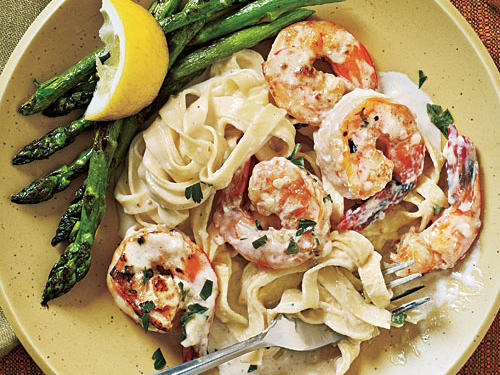 100 Pasta Recipes: Shrimp Fettuccine Alfredo