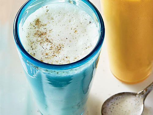 Prepare this protein-packed smoothie and take along a handful of granola for a quick breakfast on the go. Adding the yogurt at the very end imparts a creamy texture to the smoothie.