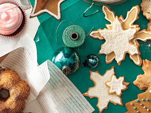 Nothing brings tidings of cheer like fresh and delectable treats that the whole family can enjoy. This year, spend a little time in the kitchen and create gifts that everyone will love. Where to begin? We'll start you off with a basic recipe that you can then use to create two more variations. Then, add a sprinkle here, a ribbon tied there, and pretty soon you will have beautiful gifts for friends and family that are both fun to create and a delight to receive.