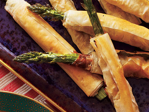 Crunchy phyllo-wrapped asparagus makes great pick-up bites for a spring party. You can also chop the prosciutto and sprinkle it on the phyllo if you want.