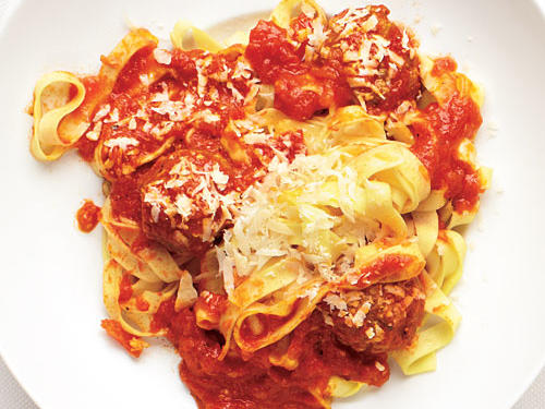 In about 30 minutes, you can have a bowl of this tasty pasta on your table—homemade meatballs included. Refrigerated fettuccine and commercial marinara sauce helps to hasten this quick and easy pasta dinner. Serve with Mixed Greens Salad.