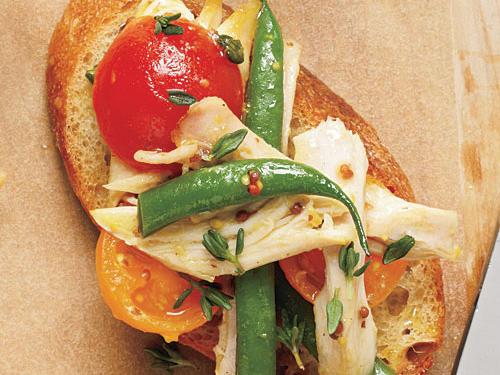 Crunchy green beans and juicy tomatoes create a beautiful salad.Chicken and Green Bean Salad on crostiniRoasted Red PotatoesView Menu: Chicken and Green Bean Salad on crostini Menu