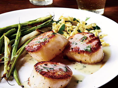 10-Minute Wine Pairing: Seared Scallops and Herb Butter Sauce