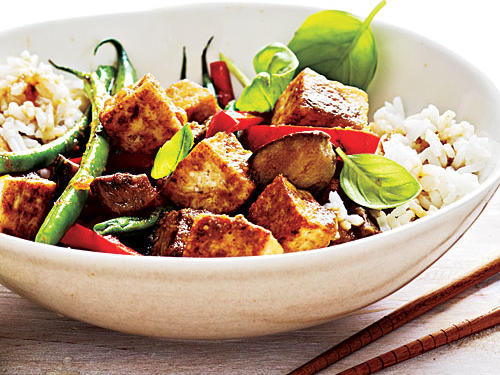This Thai-style curry is free of coconut milk and shines with late-summer produce.