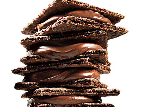 Serve these delightful 100-calorie chocolate sandwiches for a snack or dessert. Break 1 chocolate graham cracker rectangle in half. Spread 1/2 tablespoon chocolate hazelnut spread (such as Nutella) onto one half. Top with remaining half.