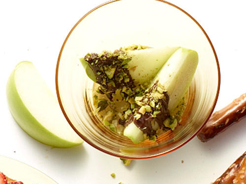 3 apple wedges + 1 dark chocolate square (0.375oz) + 1 teaspoon crushed salted pistachios