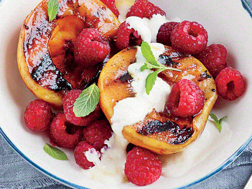 Kansas Recipe: Grilled Peaches with Honey Cream