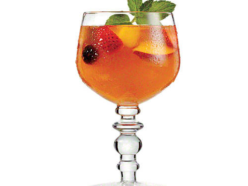 Hot-weather sipping is easy with gorgeous glassware and tasty, refreshing drinks. Find seven beautiful summer glasses, plus drinks to fill them.