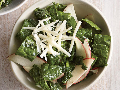 The classic delight of sweet apples and extra-sharp white cheddar cheese meet in this kale salad to give the vitamin-enriched green an extra boost of flavor.