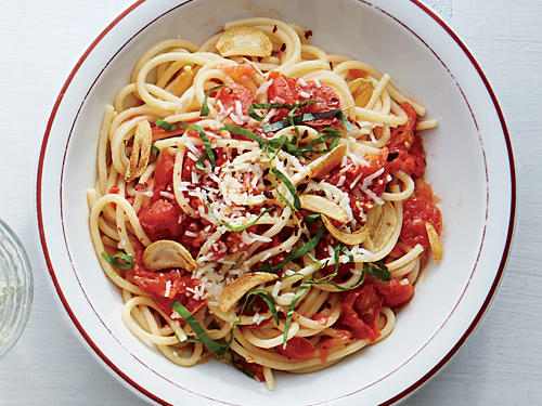 Spaghetti with Toasty Garlic Tomato Sauce