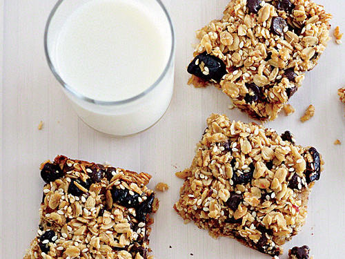 These hearty squares are simple to make and wonderfully portable—they are perfect for packing in lunch boxes or for snacking in the car.