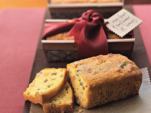 Homemade goodies lend themselves to complementary gifts. For example, present a cake on an attractive cake stand, or tuck bread into a pretty bread box. If you're giving an item as a hostess gift, package it with a nice dish so it can be served right away.
