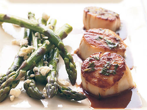 This simple, classic combination highlights the delicate flavors of fresh scallops without overpowering them.