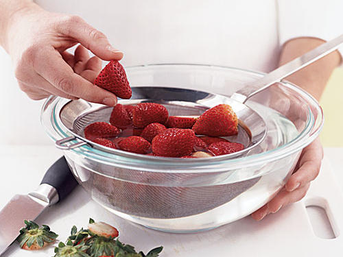Freeze Fresh Berries: Trim