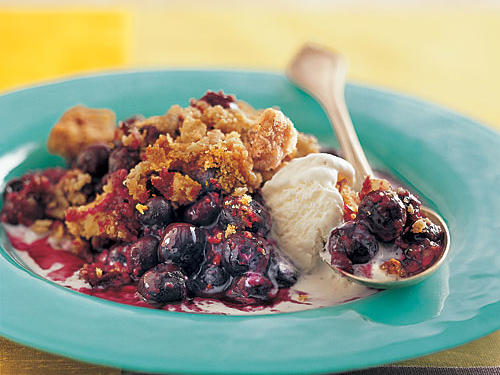 Blueberry Crisp à la Mode
