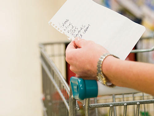 Typical shoppers spend 60 to 80% of their time pushing their carts up and down aisles aimlessly, buy up to twice as much (and more of the unhealthy choices) compared to those who shop with a list and stick to it.