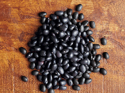 Black beans, or turtle beans, are versatile with white flesh and a slightly sweet flavor. These beans have a meaty texture and make a great filler for Latin food and vegetarian dishes. Try them in the delicious recipe below.