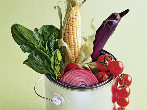 In 1996, two scientists at the USDA's Human Nutrition Research Center on Aging found that the fruits and vegetables with the highest antioxidant activity levels were the most colorful. More than a decade later, research investigating the antioxidant capacity of fruits and vegetables continues to intrigue scientists. For a list of colorful, antioxidant-rich produce and garden-inspired recipes, check out our Vibrant Produce Picks.