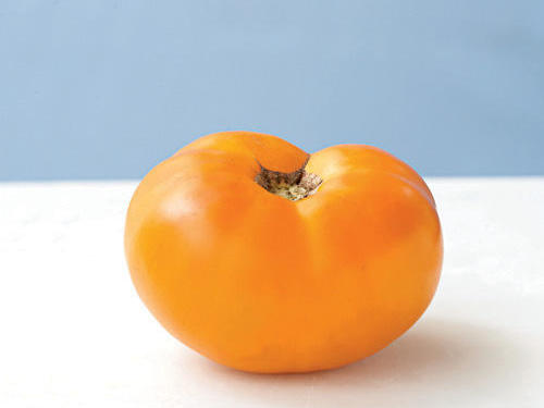 A prolific rose-orange beefsteak, some say this creamy, meaty, gorgeous tomato was cultivated by Thomas Jefferson. It has a near perfect acid-to-sugar balance.