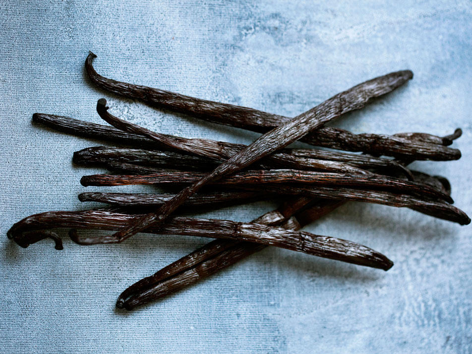 Replace Your Vanilla Extract With Bourbon, Give Your Baked Goods a Cheap, Tasty Twist