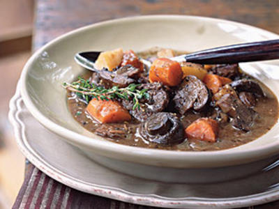 Basic Beef Stew with Carrots and Mushrooms
