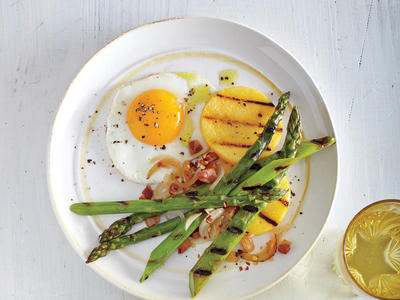 Grilled Asparagus with Fried Eggs and Pancetta