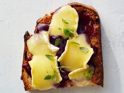 Blackberry-Brie Toast