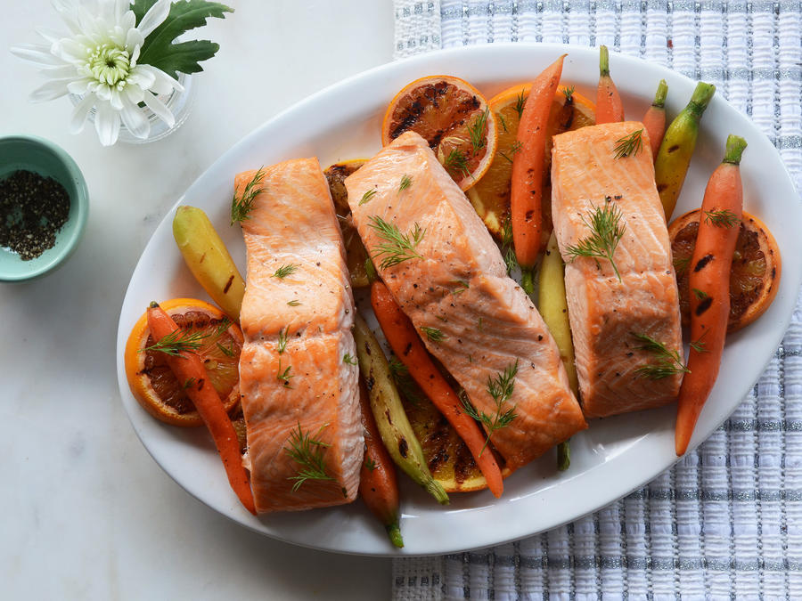 Dilly Salmon Packets with Carrots