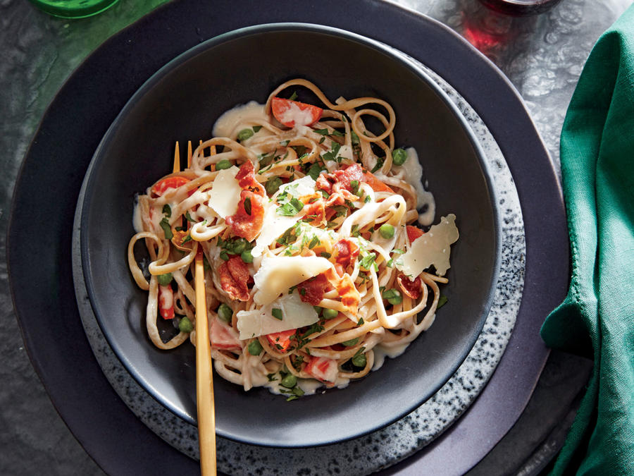 Creamy Linguine with Peas, Carrots, and Prosciutto