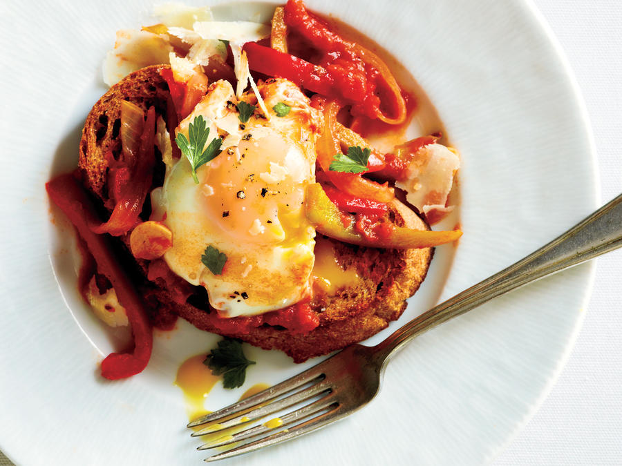 Eggs Poached in Tomato Sauce with Onions and Peppers Recipe