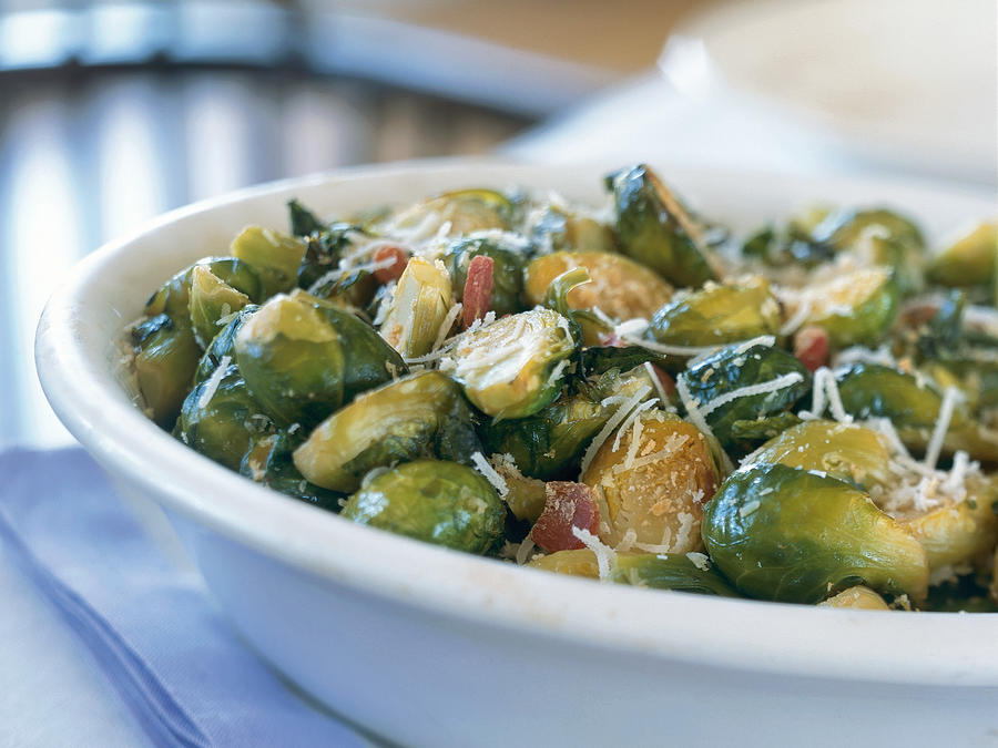 Roasted Brussels Sprouts with Ham and Garlic
