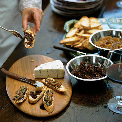 Crostini with Gorgonzola, Caramelized Onions, and Fig Jam