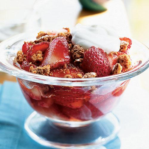 Strawberries with Crunchy Almond Topping
