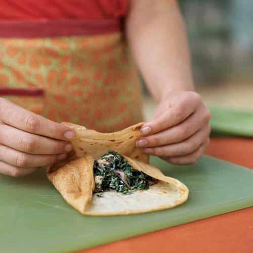 Rolling up a filled crepe