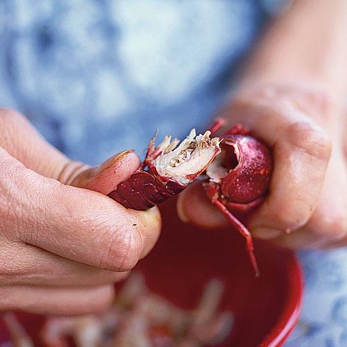 Peel Crawfish: Twist Your Hands in Opposite Directions
