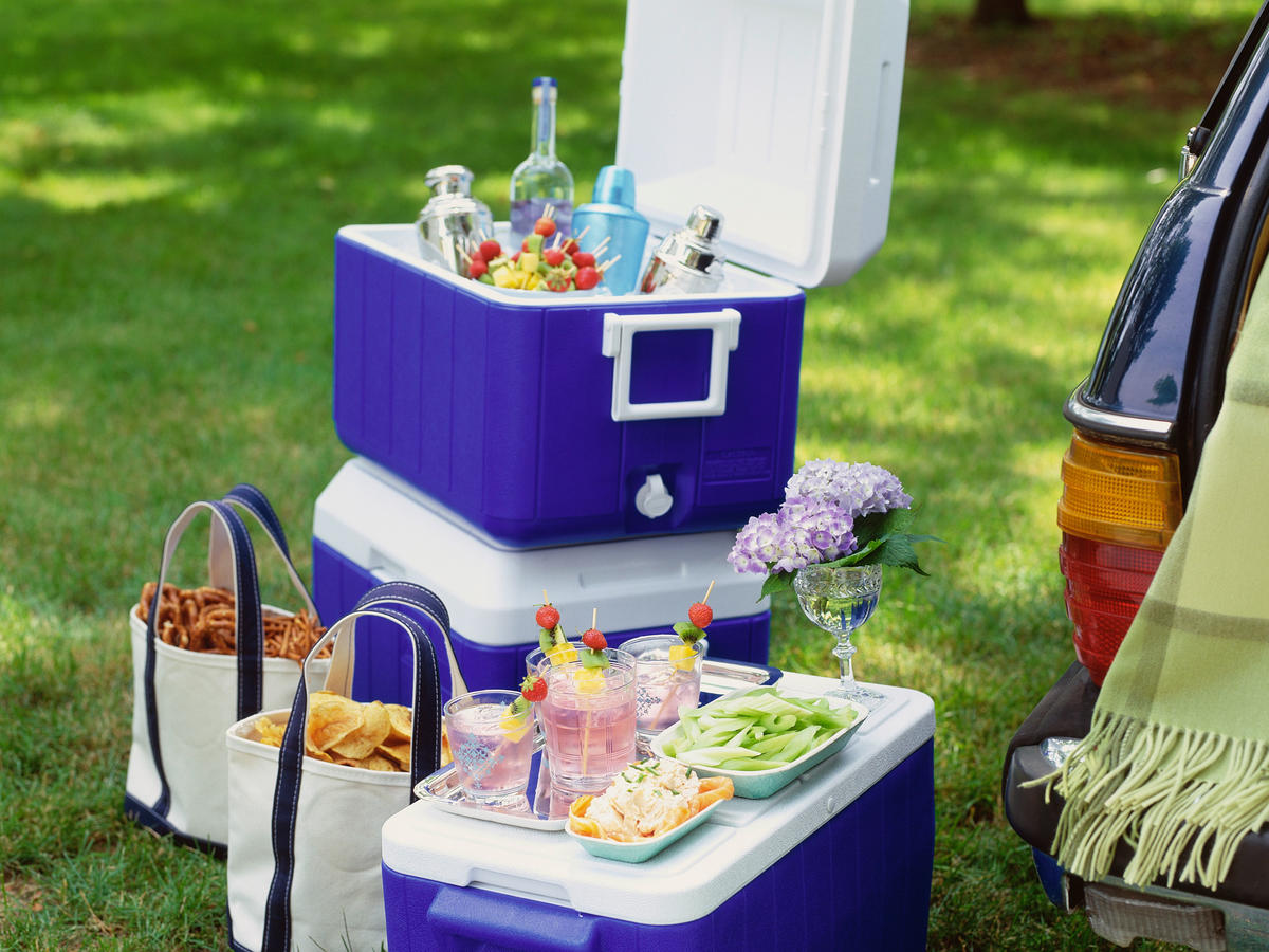 1609w-getty-coolers-cocktails-snacks.jpg