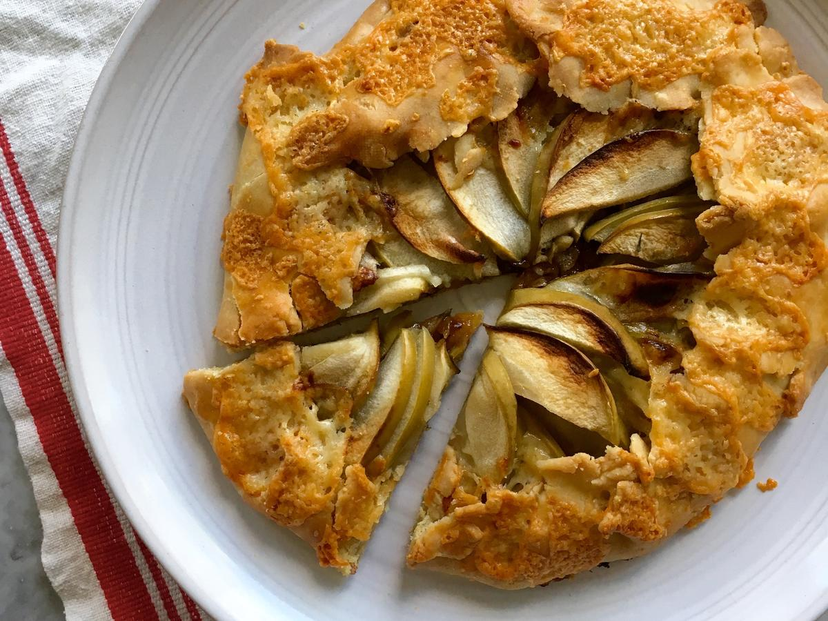 1609w White Cheddar Apple Galette Image