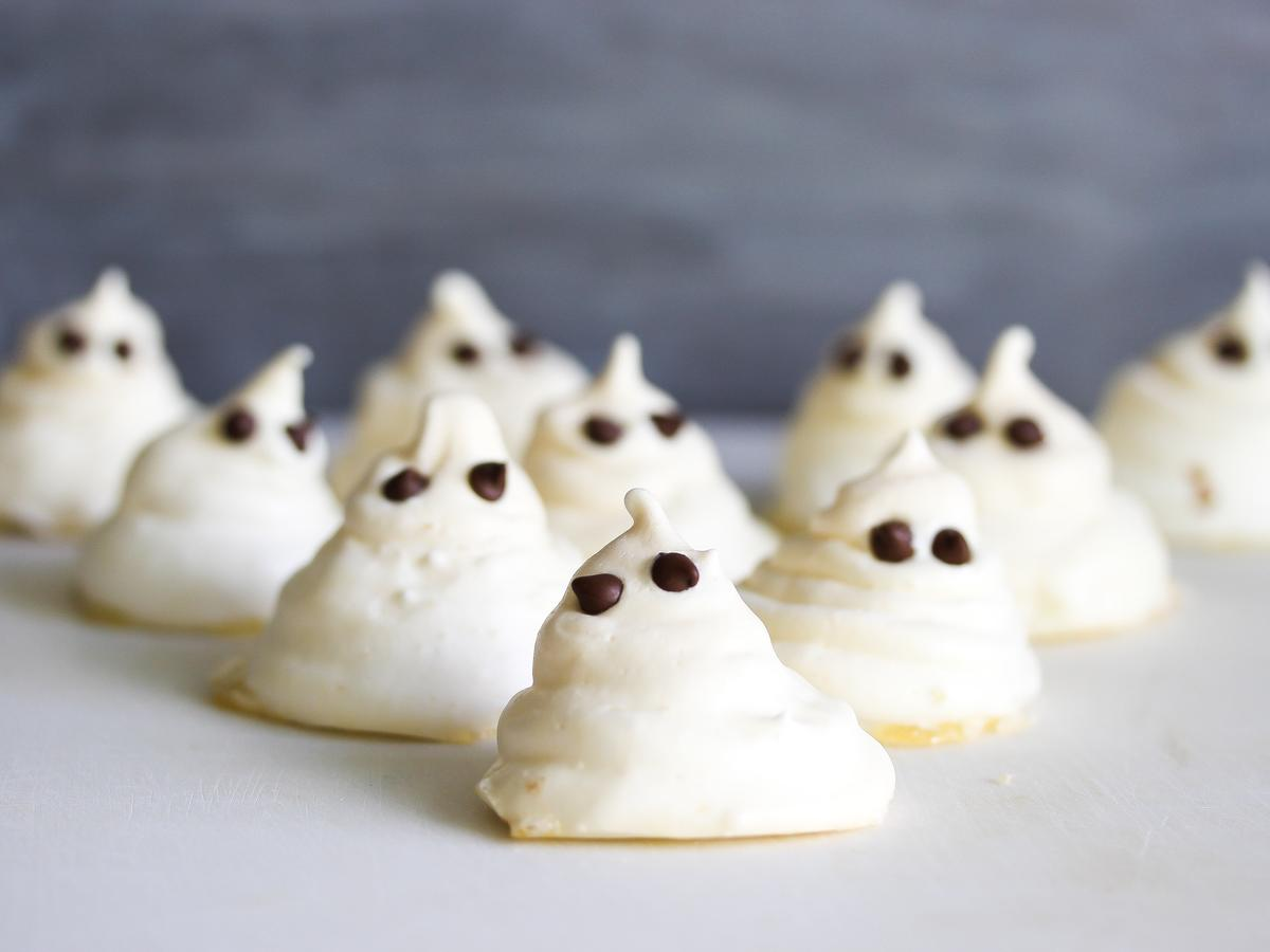 1705w- Meringue Ghosts