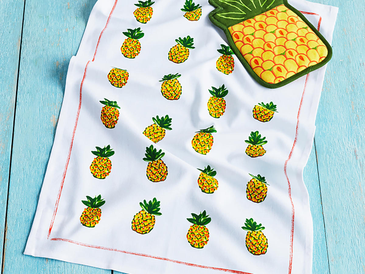 1709w-Sur-La-Table-Pineapple-Pot-Holder.jpg