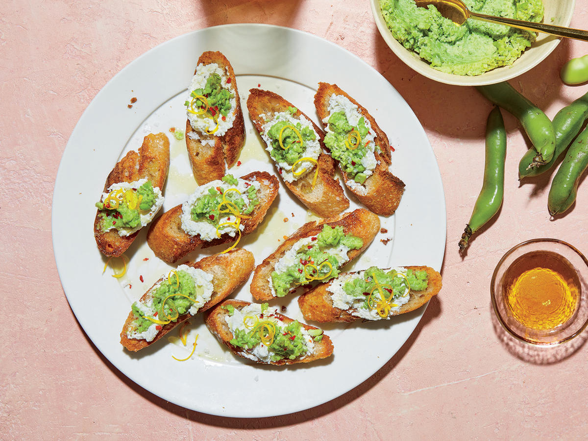 These Fava And Ricotta Toasts Have Only 143 Calories