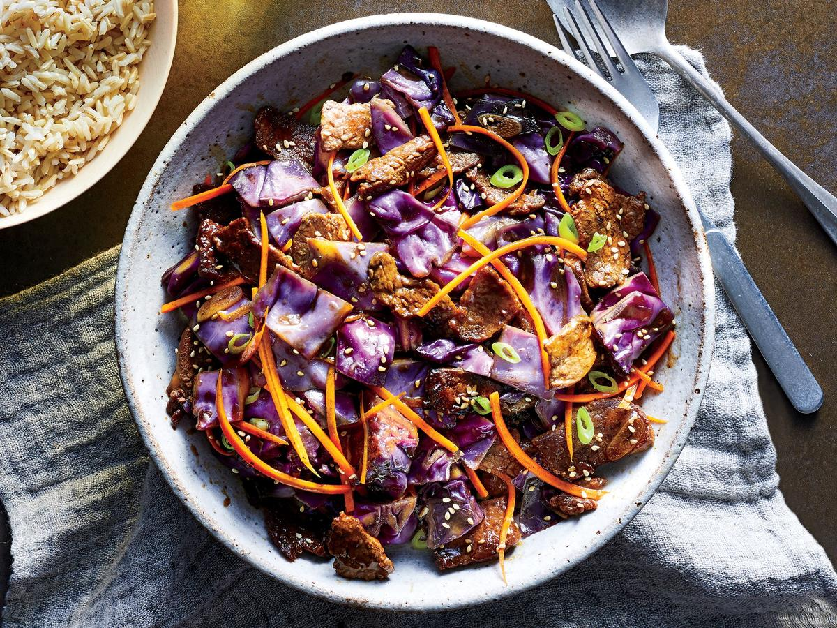 This One-Pot Beef and Cabbage Stir-Fry Is Under 500 Calories