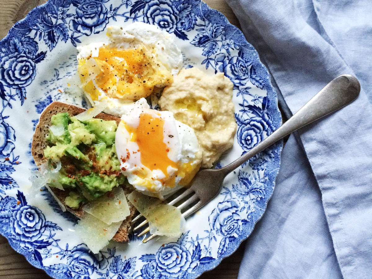 stop-counting-calories-egg-avocado