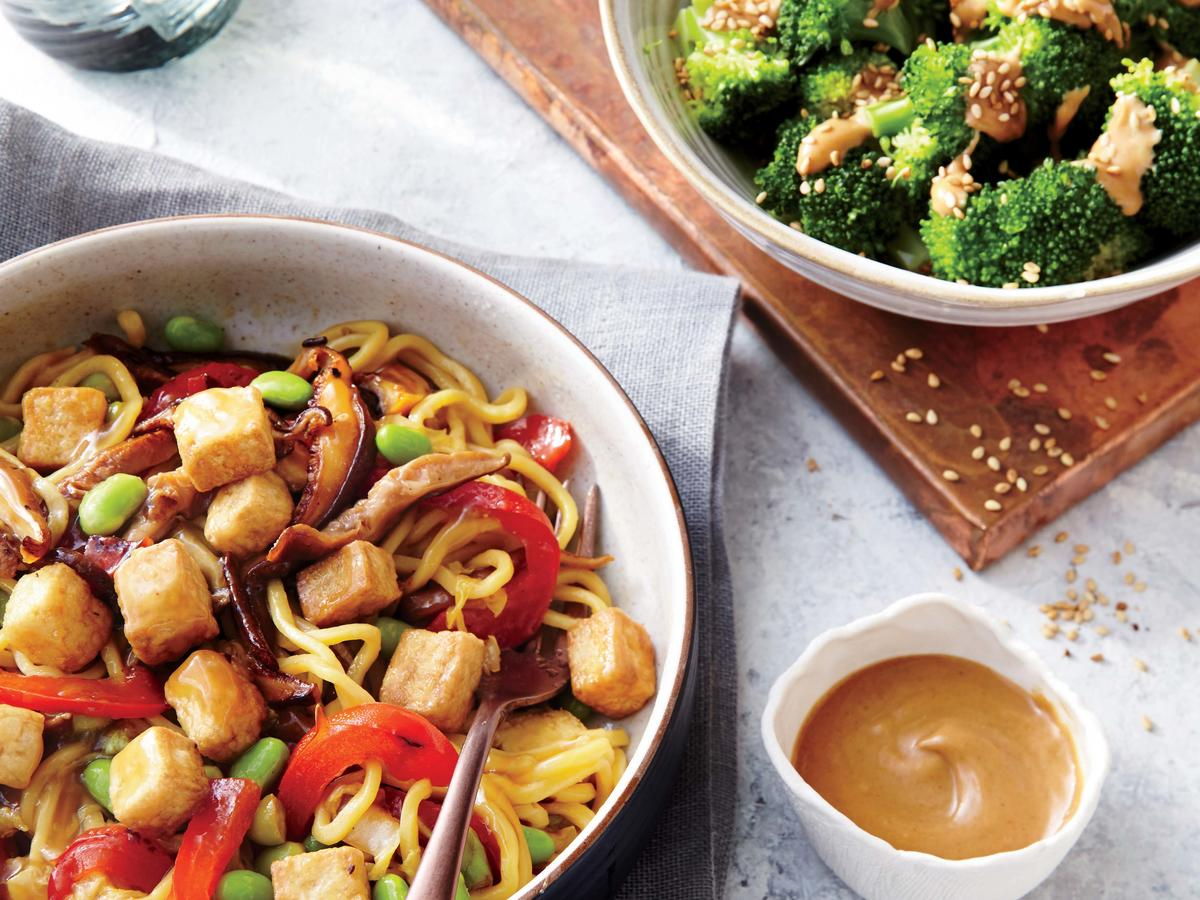 Steamed Broccoli with Peanut Sauce