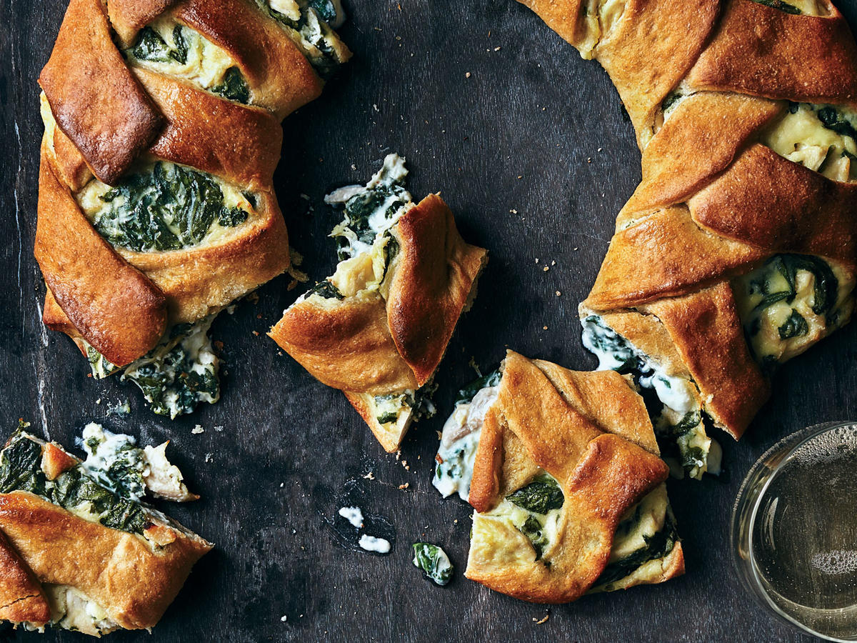 Cheesy Chicken-and-Spinach Stromboli Ring